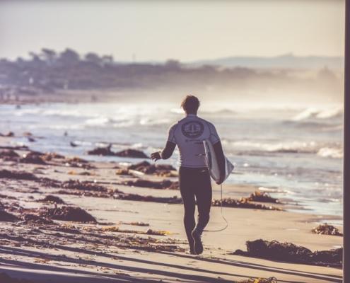surfeur sur la plage