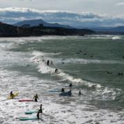 plage et surfeur
